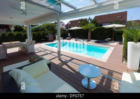 Privates Haus Mit Einem Wintergarten Eine Lounge Einen Pool Und
