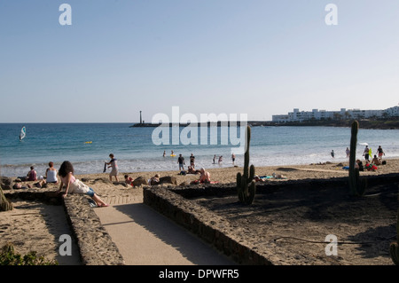 Costa teguise Lanzarote Strand Sand weiß Sndy Strände Kanaren Kanarischen Insel Inseln Spanien Spanisch - Stockfoto