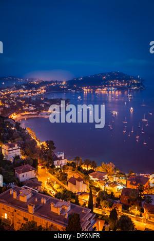 Twilight-Blick über Villefranche-Sur-Mer, entlang der Côtes d ' Azur, Provence Frankreich - Stockfoto