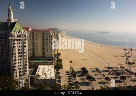 Mehrfamilienhäuser auf sandigen Strand in Long Beach; in der Nähe von Los Angeles; Kalifornien USA - Stockfoto