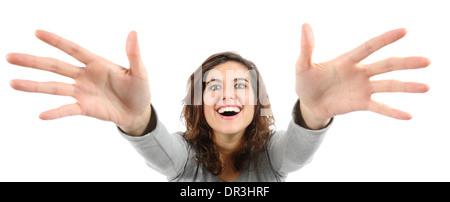 Weitwinkel-Blick auf eine Frau, die versucht, etwas isoliert auf einem weißen Hintergrund zu erreichen - Stockfoto