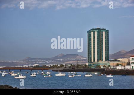 Gran Hotel, das einzige High-Rise Gebäude in Arrecife, Lanzarote, Kanarische Inseln, Kanaren, Spanien - Stockfoto