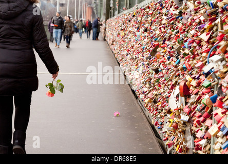Liebe Schlösser Schlösser auf der Hohenzollernbrücke, Köln, Deutschland, Europa - Stockfoto