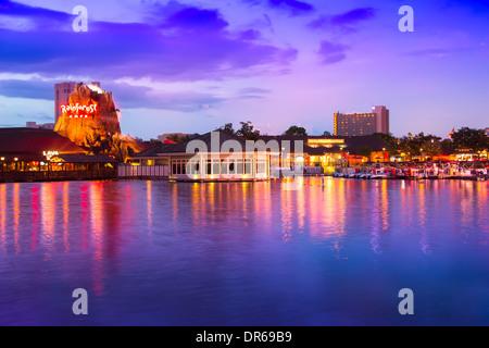 Nachtansicht des Walt Disney World Downtown Disney Village in Lake Buena Vista, Florida am 2. September 2013. - Stockfoto