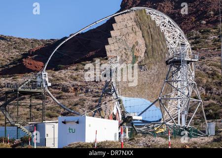 Die Magic-Teleskope am Roque de Los Muchachos Astrophysik Observatorium auf La Palma, Kanarische Inseln, Spanien. - Stockfoto
