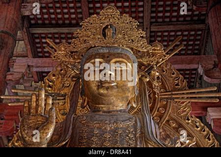 Die riesige Statue des Kokūzō Bosatsu - '' Gott der Weisheit '', im Todaiji Tempel, Nara, Japan. - Stockfoto