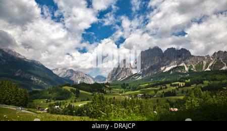 Amepzzo-Tal südlich von Cortina d ' Ampezzo, Dolomiten, Italien - Stockfoto