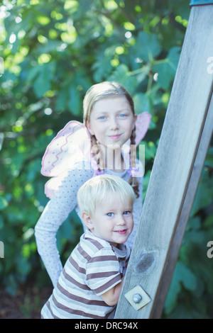 Kinder im freien Aufstieg - Stockfoto