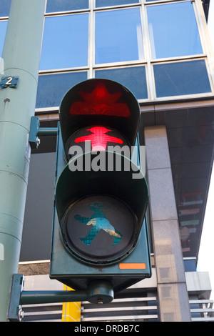 Charakteristische Berlin Prosaisches Licht mit roten signal - Stockfoto