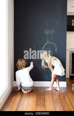 junge an tafel schreiben stockfoto bild 47846369 alamy. Black Bedroom Furniture Sets. Home Design Ideas