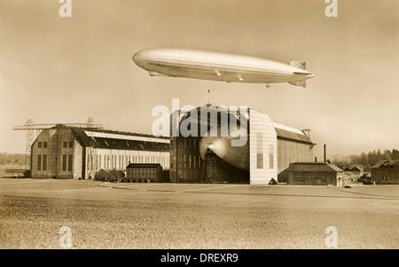 Der Graf Zeppelin und LZ 129 Hindenburg - Stockfoto