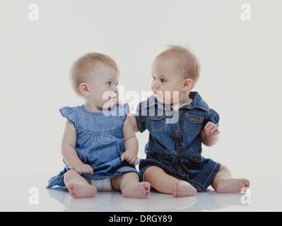 Zwei Kleinkinder - zwei Babys - Stockfoto
