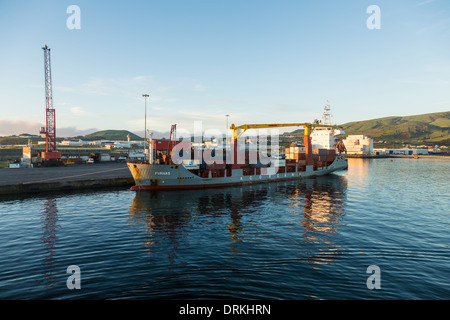 Containerschiff Hafen von Praia da Vitoria, Insel Terceira, Azoren, Portugal - Stockfoto