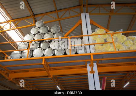Die Kamal Fabrik in Bangalore, Karnataka, Indien, die thermische Sonnenkollektoren für die Warmwasserbereitung herstellt. - Stockfoto