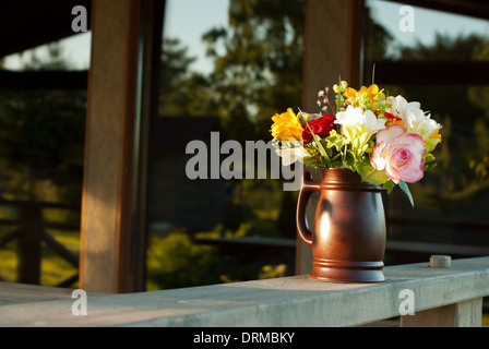 freesien blumenstrauss in vase stockfoto bild 135005401 alamy. Black Bedroom Furniture Sets. Home Design Ideas