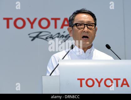Tokio, Japan. 30. Januar 2014. Präsident Akio Toyoda der japanischen Toyota Motor Corp., zieht seine Business-Anzug - Stockfoto