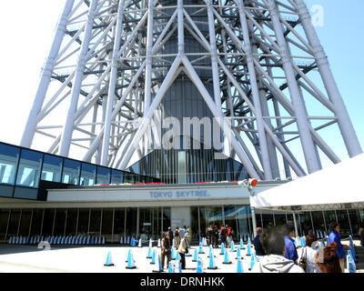 """(Datei) - eine Archiv-Bild vom 23. April 2013, zeigt den Eingang zu den weltweit größten Fernsehturm """"Tokyo Sky - Stockfoto"""