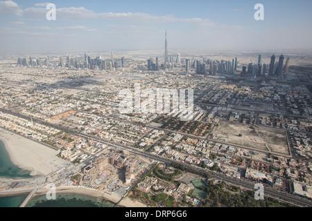 Luftaufnahme von Dubai in den Vereinigten Arabischen Emiraten. - Stockfoto