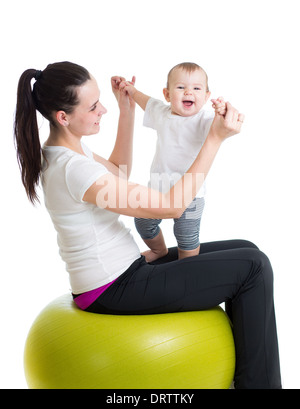 Mutter und Baby Spaß mit Gymnastik ball - Stockfoto