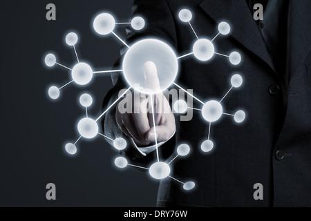 Unternehmer-Netzwerk auf futuristische Touchscreen navigieren - Stockfoto