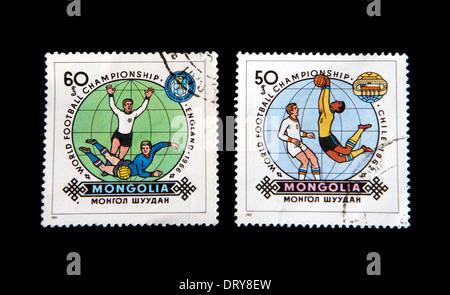 World Cup Football Gedenkbriefmarken aus der Mongolei zeigt England 1966 und Chile 1962 und erste ausgestellt auf 25.04.1982