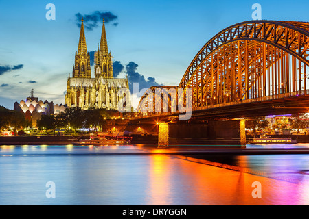 Kölner Dom und Hohenzollernbrücke, Deutschland - Stockfoto