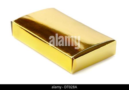Kleine goldene Box isoliert auf weiss