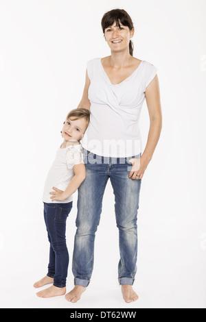 Studioportrait Mitte Erwachsene Mutter und Tochter - Stockfoto
