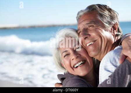 Porträt des glücklichen Paares Meer - Stockfoto