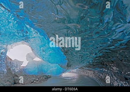 Blick von innen eine Eishöhle Island Stockfoto