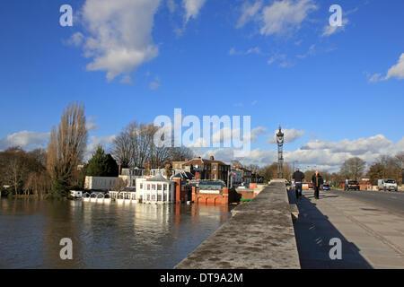 Hampton Court, Greater London, England, UK. 11. Februar 2014. Nach den außergewöhnlichen Ebenen Niederschläge in - Stockfoto