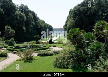 Die Margherita oder Korb Brunnen mit hinten Königspalast Caserta in Caserta Kampanien Italien dieser Hintergrund - Stockfoto
