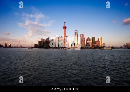 Blick auf den Sonnenuntergang von Lujiazui, shanghai, china - Stockfoto