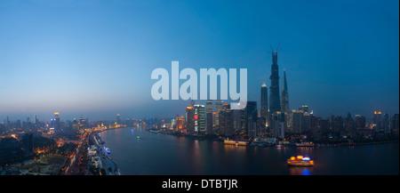 Nachtansicht des shanghai Huangpu-Fluss, china - Stockfoto
