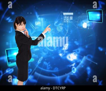 Zusammengesetztes Bild des nachdenklichen Geschäftsfrau zeigt - Stockfoto