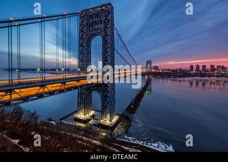 George Washington Bridge Sonnenaufgang - Stockfoto