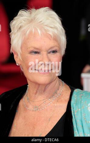 London, UK, 16. Februar 2014 Dame Judi Dench kommt bei der 2014 British Academy Film Awards (BAFTA) am Royal Opera - Stockfoto