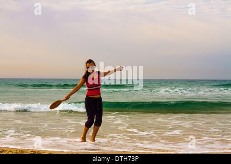 Junger Schläger, der offenen Ozean