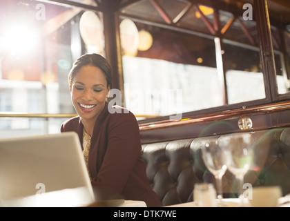 Geschäftsfrau im restaurant - Stockfoto