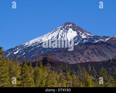 Der Teide, Vulkangipfel in Teneriffa Kanarische Inseln, höchster Berg Spaniens, Schnee an den Nordhängen - Stockfoto
