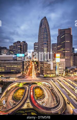 Tokyo, Japan Stadtbild im Wolkenkratzerviertel Shinjuku.