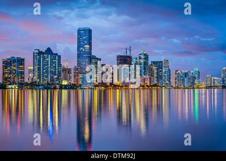 Skyline von Miami, Florida an der Biscayne Bay. - Stockfoto