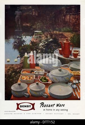 """Alte Anzeige für Denby """"Bauer Ware"""" Keramik. Die Anzeige erschien in einer Zeitschrift im Jahre 1956 - Stockfoto"""