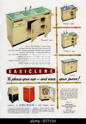 Alte Anzeige für Easiclene (leicht zu reinigen) Küche Spüle Einheiten und Geräte. Die Anzeige erschien in einer - Stockfoto