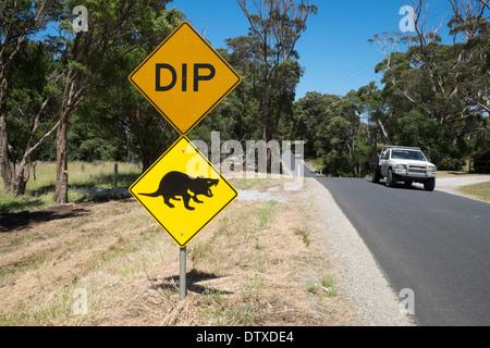 Tasmanische Teufel Verkehrszeichen in der Nähe von Marrawah, Arthur River, Tasmanien - Stockfoto