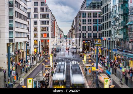 Friedrichstraße Einkaufsviertel in Berlin, Deutschland. - Stockfoto
