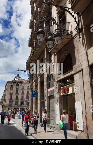 Spanien, Katalonien, Barcelona, Shop in den engen Gassen des gotischen Viertels. - Stockfoto