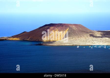Blick von der Insel Lanzarote nach La Graciosa Island gedreht vom Mirador del Rio - Stockfoto