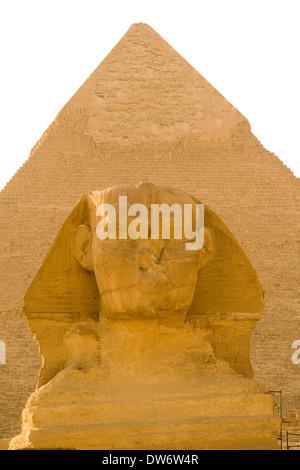 Gizeh 23 Nov 08: The Sphinx vor der Pyramide von Khafre auf dem Plateau von Gizeh in Ägypten. - Stockfoto