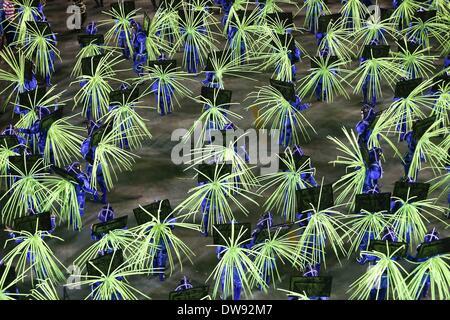 Rio De Janeiro, Brasilien. 3. März 2014. Nachtschwärmer aus Uniao da Ilha Sambaschule teilnehmen an Samba-Umzug - Stockfoto